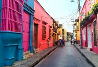 colorful-cartagena-streets-colombia