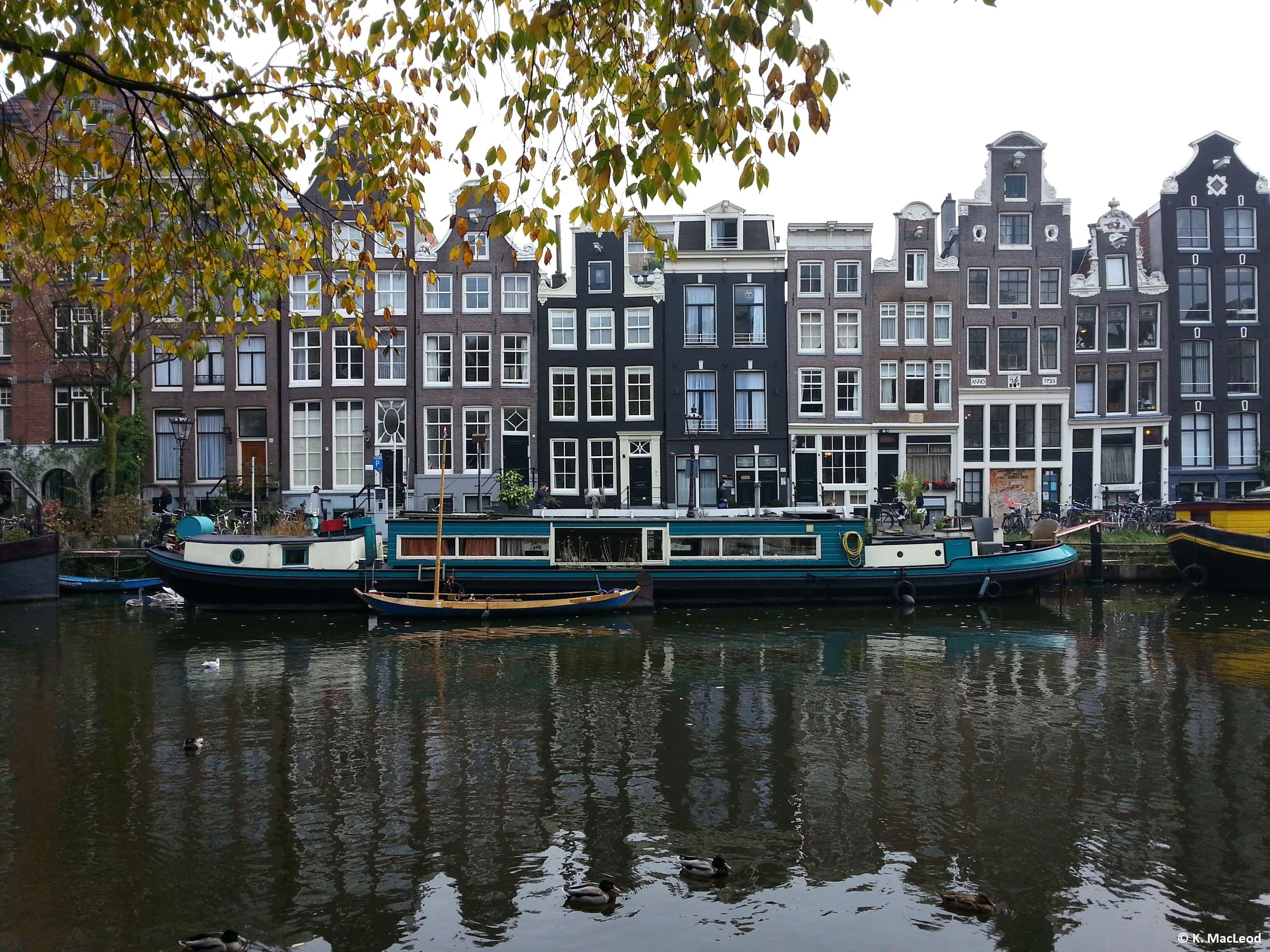 AmsterdamCanal-min