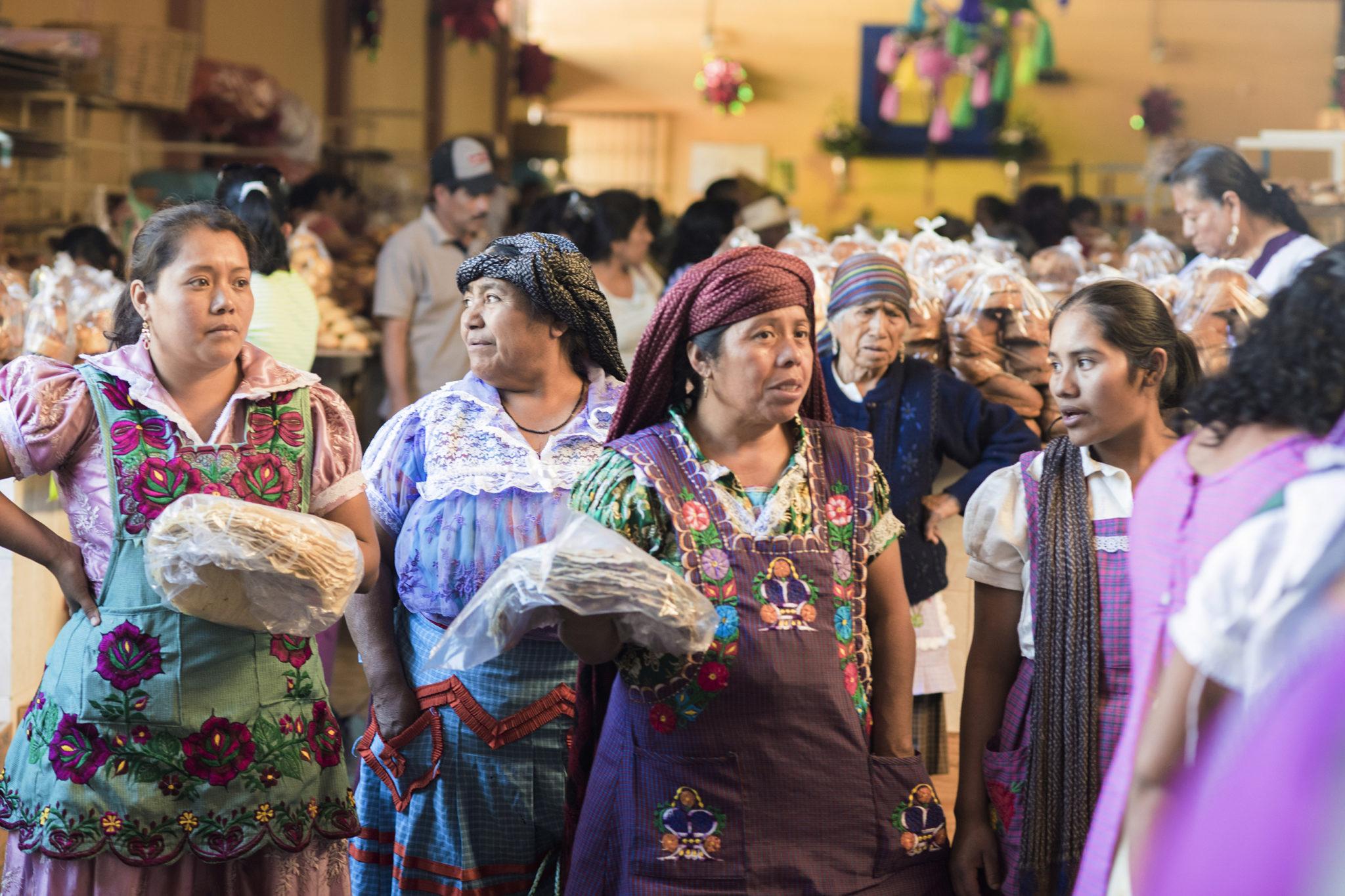 mexico-oaxaca-food-market-locals