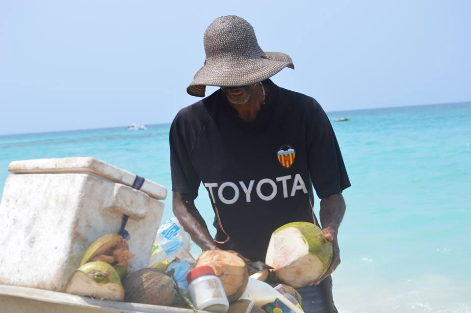 isla-baru-coconut-vendor