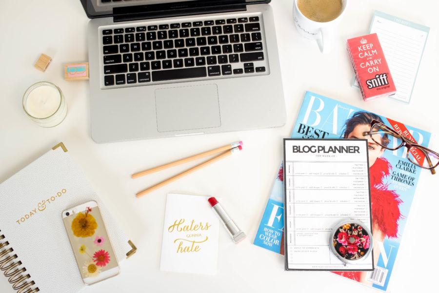 blogger-desk
